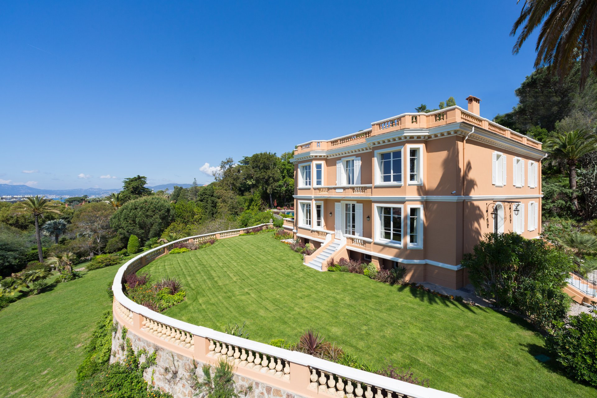 Villa St Cyres for rent in Cannes